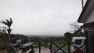 空は曇って湿気っぽく蒸し暑い陽気となっていた4/3の八丈島