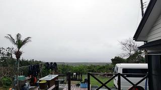 時折空は明るくなるが霧雨パラつく曇りの陽気となっていた4/5の八丈島