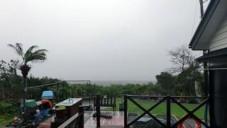 雨風強まり荒れた天気となっていた4/13の八丈島