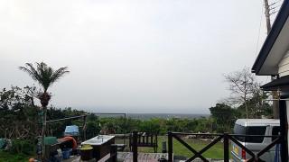 南風が強まり霧も出てきていた4/20の八丈島