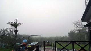次第に空は明るくなって雨も上がってきていた4/21の八丈島