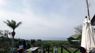 うっすら雲は広がるが日差しも強く暑い陽気が続いていた4/25の八丈島