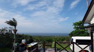 台風一過の青空っぽく風も強くもあった5/13の八丈島