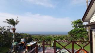 青空少し白っぽいが日差しも強く暑さの続いていた5/14の八丈島