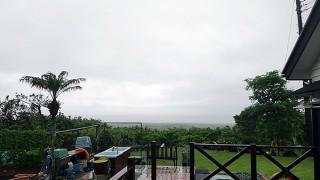 一旦青空広がるが霧もでてきてグズつく天気だった5/20の八丈島