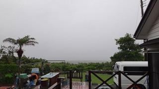 冷たい雨が降り止まず風も強まっていた5/24の八丈島