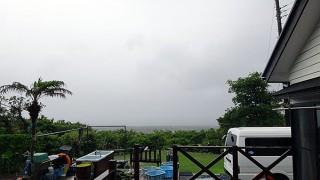 雨も強まり吹く風止まず荒れた天気となっていた5/29の八丈島
