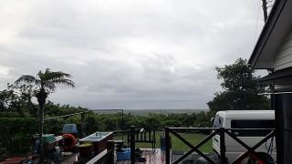 雨は次第に止んできて空も明るくなってきていた6/1の八丈島