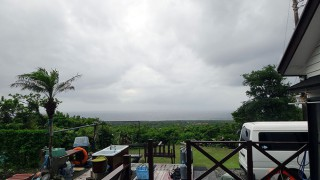 強まる風は次第に弱まり青空あるが涼しい天気となっていた6/6の八丈島
