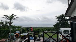 雲は高いがパラつく雨は少しずつ強くもなってきていた6/8の八丈島