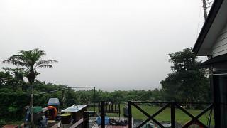 降る雨一時強くもなっていた6/14の八丈島
