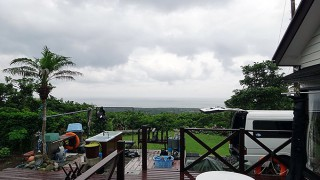 明るい曇りで一時雨も降ってきていた6/24の八丈島