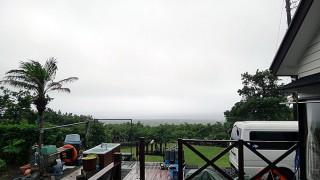 雨風強まり霧も降り荒れた天気となっていた6/27の八丈島
