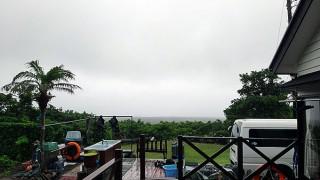 吹く風止まず雨もしっかり降っていた6/30の八丈島