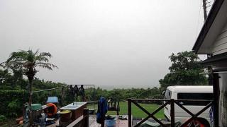 日中は雨も上がって明るい曇りとなっていた7/4の八丈島