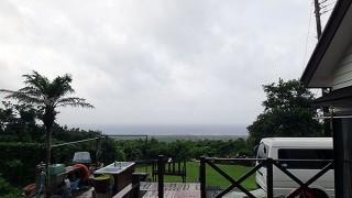 南からの風も強く蒸し暑い一日となっていた7/17の八丈島