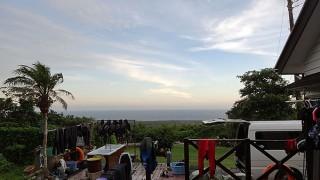 夏の青空あるものの雲が少し多めな感じの7/24の八丈島