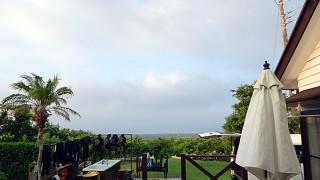 風はすっかり収まるが雲が多めな8/12の八丈島