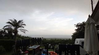 南からの風が次第に強まるが涼しくなっていた8/13の八丈島