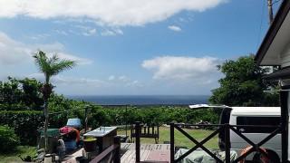 次第に青空広がるが風も強くて涼しい一日となっていた8/24の八丈島