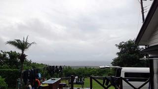 明け方雨は強まるものの日中は曇り空だった9/4の八丈島