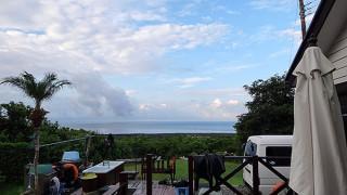 風は次第に強まるが青空見られた9/6の八丈島