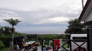 風も変わって一旦緩むが雲は広がっていた9/8の八丈島
