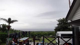 時折強く雨は降るものの次第に空は明るくなってきていた9/17の八丈島