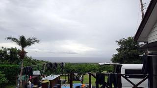 風は次第に収まって雨も上がってきていた9/18の八丈島