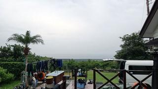 風は弱いが雨は降り続きグズついた空模様となっていた10/10の八丈島
