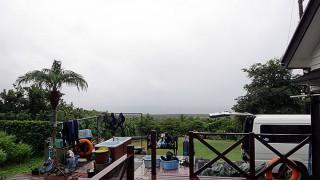 時間ともに雨は上がるが雲は晴れずだった10/11の八丈島