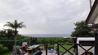 雲は次第になくなるが風は強まってきていた10/13の八丈島