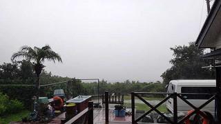 風は強くて早めのうちは雨も強まっていた10/17の八丈島