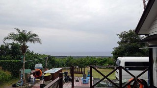 広がる雲は厚くもあって寒さが厳しくなっていた10/31の八丈島