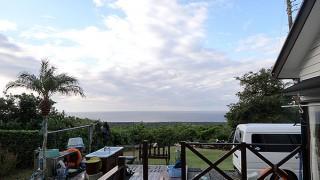 強まる風ではあるものの朝晩の寒さは和らいでもいた11/7の八丈島