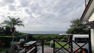 雲は次第に晴れてきて日中は暑いくらいだった11/25の八丈島
