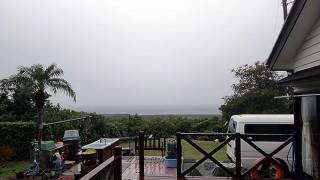 厚い雲も広がって雨も強くもあった12/3の八丈島