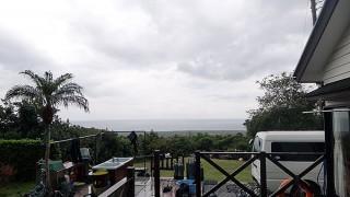 雲も広がり雨も降りグズついた空模様となっていた12/7の八丈島