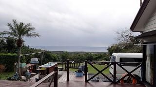 曇った空から次第に雨も降りだしてきていた12/23の八丈島