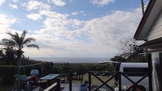 雲も広がり雨もパラついてきていた1/2の八丈島