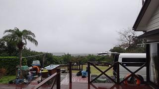 寒さは緩むが雨もパラつきグズついた空模様となっていた1/3の八丈島