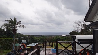 広がる雲から時折雨も降ってきていた1/29の八丈島