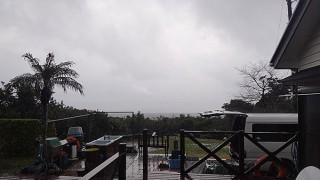 雨足時折強まってグズついた天気となっていた2/2の八丈島