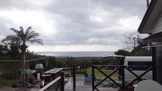 日中風は弱まるが雲が広がりやすい空模様となっていた2/11の八丈島