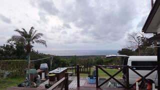 広がる雲は少し薄くもなって日差しも時折差し込んでいた2/23の八丈島