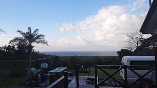 湿度も下がるが寒さも続きカラッとした青空が広がっていた3/15の八丈島