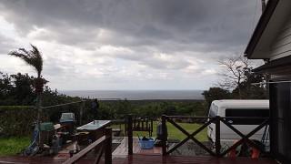 空には雲が広がってどんよりとした一日となっていた3/23の八丈島