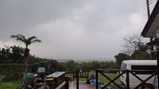 一旦雨は降るものの概ね晴れて暖かくなっていた3/28の八丈島