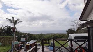 風は強いが早めのうちは青空も多くもあった4/2の八丈島