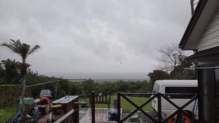 暖かくはあるが雨風強まり荒れた天気となっていた4/4の八丈島